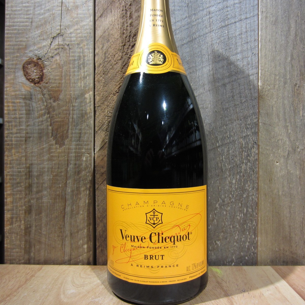 veuve clicquot yellow label brut 1 5l oak and barrel. Black Bedroom Furniture Sets. Home Design Ideas
